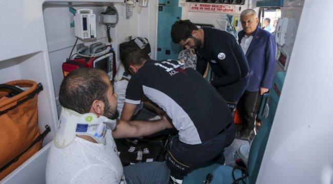 Makam Aracını Durdurarak Yaralıların Durumunu Sordu