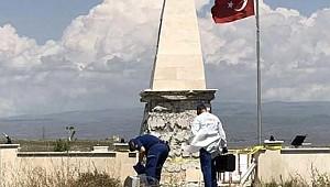 Şehitler anıtına çirkin saldırı!