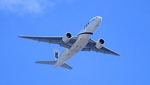 Uçağın kargo bölümünde sızıp kalan görevli bir saat uçtu