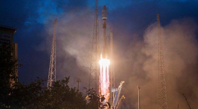 Uzaya internet uydusu gönderildi