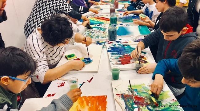 Otizmli çocuklar resim sergisine hazırlanıyor,