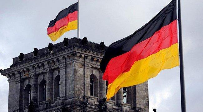Almanya sınır kontrollerini 6 ay daha uzatacak
