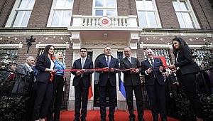Bakan Çavuşoğlu Amsterdam Başkonsolosluğu'nun açılışını yaptı