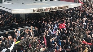 CHP'li Ekrem İmamoğlu Belediye önünden halka seslendi