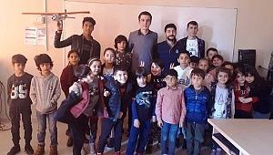 İskenderun Teknik Üniversitesi ( İste) Havacılık Topluluğundan Çocuklara Uçak Simülasyonu Eğitimi