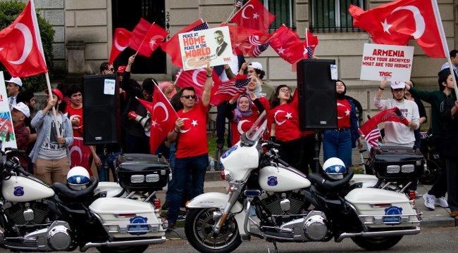 Washington'da yaşayan Türkler'den Ermeni iddialarına karşı protesto