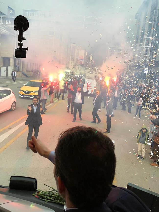 Dr. Fatih Erbakan, Erzurum'da partisiyle adeta gövde gösterisinde bulundu.