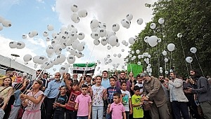 18 farklı ülkede aynı anda binlerce balon uçuruldu.