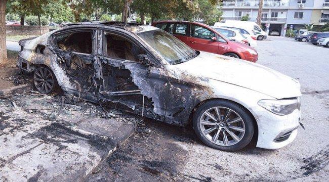 Selanik'te Türk diplomatların otomobilleri yakıldı