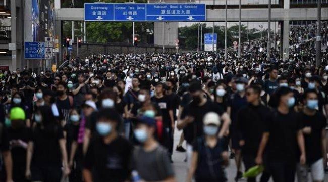 Hong Kong'da halk yeniden sokaklarda