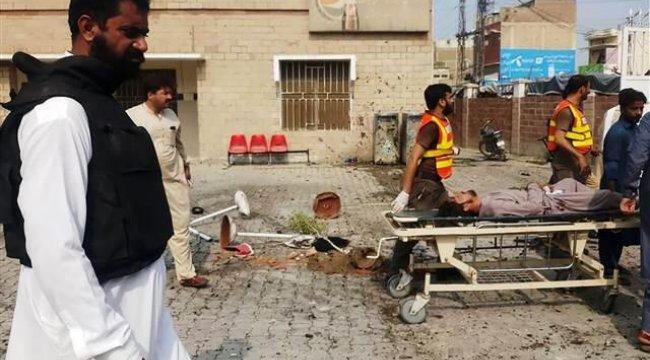 Pakistan'da bombalı saldırı: Çok sayıda ölü var