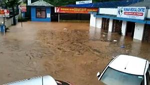 Hindistan'da sel ve toprak kaymalarında onlarca kişi hayatını kaybetti