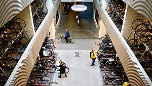 Hollanda'da dünyanın en büyük bisiklet parkı açıldı