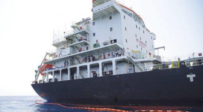 İran'a ait petrol tankeri Suudi Arabistan yakınlarında arızalandı
