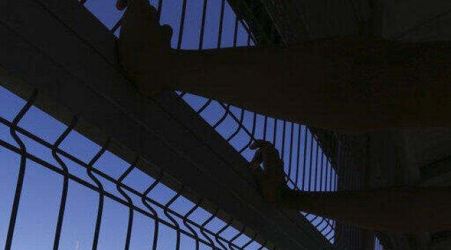 Meksika'da köprüye yarı çıplak 9 ceset asıldı