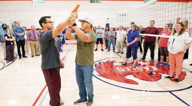 ABD'li öğretmenlere 'silah kapma' eğitimi