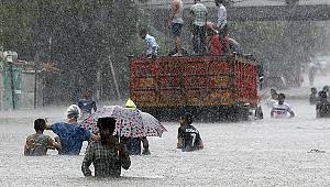 Hindistan'da şiddetli yağış ve sel faciası: Bin 422 ölü