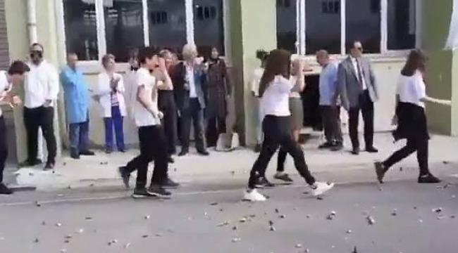 Kadıköy ilçe milli Eğitim Müdürlüğü'' Kadıköy Anadolu Lisesi'ndeki'' Eğitimciler hakkında işlem yapacakmı?