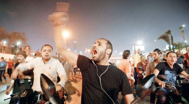 Mısır Sisi'ye karşı sokakta