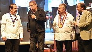 Erman Toroğlu yarışmacı aşçılara tarif verdi…