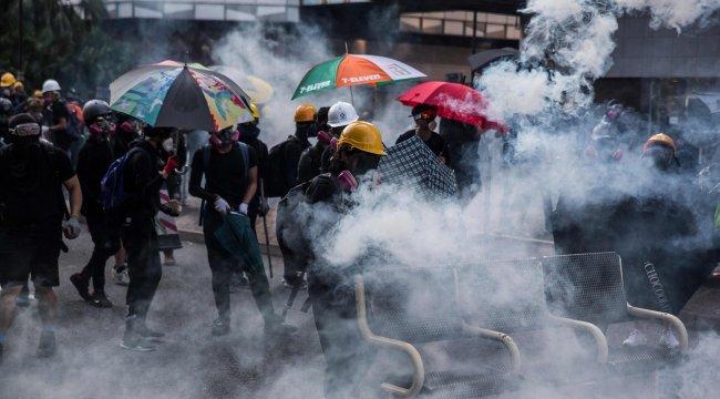 Hong Kong'da maske yasağıyla gösterilerin bitmesi umudu