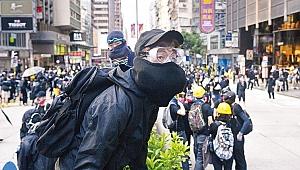 Hong Kong'da olaylar sürüyor