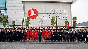 THY'nin pilot ve kabin memurlarından Mehmetçik'e asker selamı