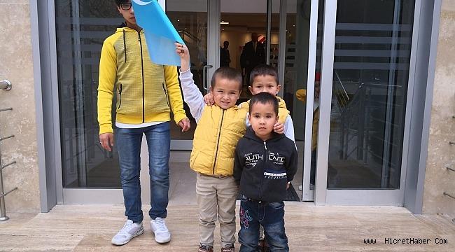 Çin zulmünden kaçıp kurtulan Uygur Türklerinin çilesi bitmek bilmiyor.