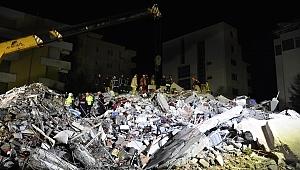 Türk vatandaşı, Arnavutluk'taki depremden binadan atlayarak kurtulmuş