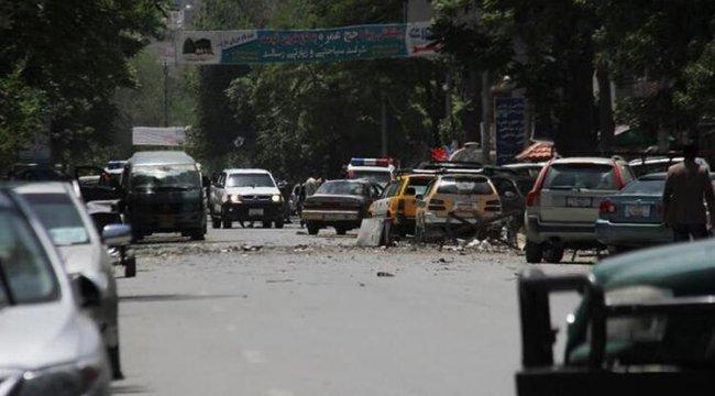 Afganistan'da yola yerleştirilen bomba patladı: 10 ölü