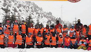 Yarı Yıl Tatilinde Çocuklara Özgüven Katacak Hediye AKUT Doğada Yaşam Sömestir Kış Kayak Kampı