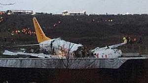 İstanbul'da pistten çıkan uçak üçe bölündü!