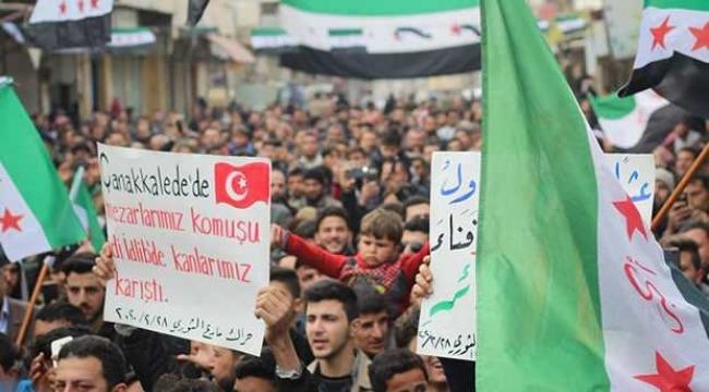 Suriye'de halk Türk bayraklarıyla sokaklarda