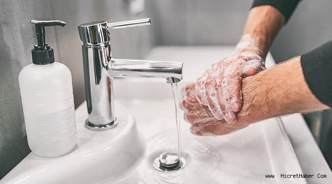 Tokalaşmıyoruz, elimizi daha uzun yıkıyoruz, dezenfektanlara sarılıyoruz