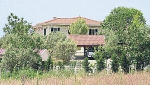 Fatih Portakal'ın yasalara aykırı şekilde 3 kaçak yapı diktiği ortaya çıktı
