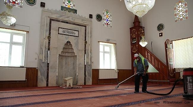 29 Mayıs Tarihinde açılacak camilerinin dezenfektan ve temizlikleri sürüyor