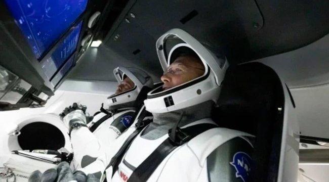 SpaceX insanlı uzay aracı Uluslararası Uzay İstasyonu'na kenetlendi