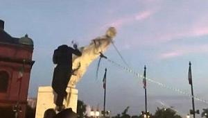 ABD'de Kolomb'un bir heykeli daha yıkıldı