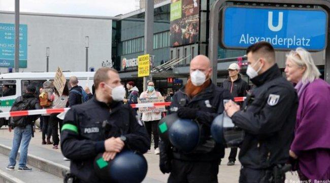Almanya'da salgına karşı yerel yasaklar geliyor