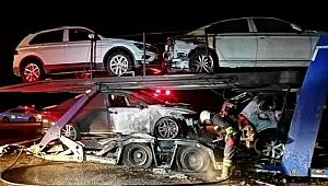 Erzincan'da otomobil taşıyan TIR yandı! 4 araç kullanılamaz hale geldi
