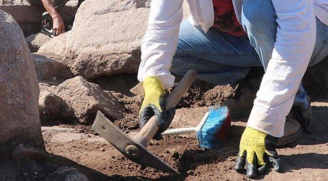 Fransız arkeologlar Suriye'nin doğusunda gizli kazı yapıyor