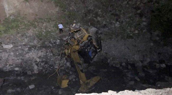 Gümüşhane'de yol yapımı sırasında heyelan: 2 kişi hayatını kaybetti