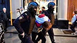 Rusya Lideri Putin'i Protesto Gösterisinde Gözaltılar