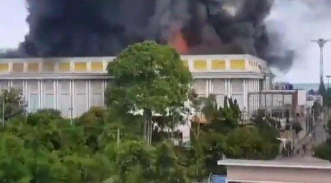Tayland'da 64 milyon dolarlık sarayda yangın