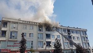 Esenyurt'ta 4 katlı binada yangın