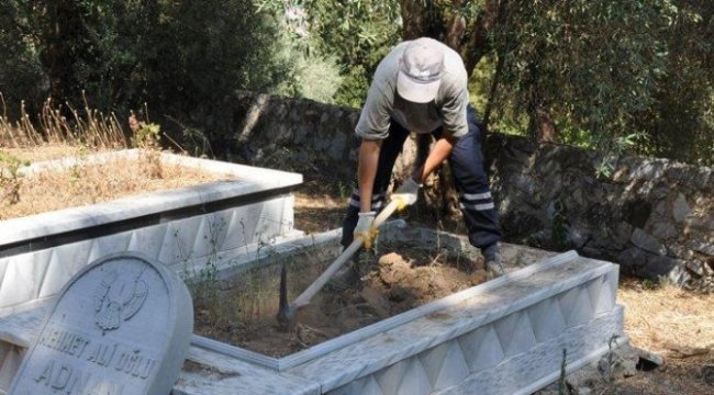 Eski milletvekili Rifat Adnan Akarca'nın mezarı babalık davası için açıldı