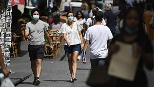 İspanya'da Covid-19'a karşı açık alanda sigara içme yasağı getirildi