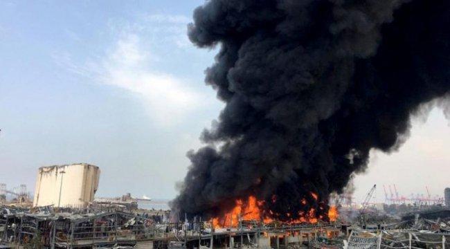 Beyrut'ta 1 ay sonra korkutan yangın: Kara alevler yükseliyor