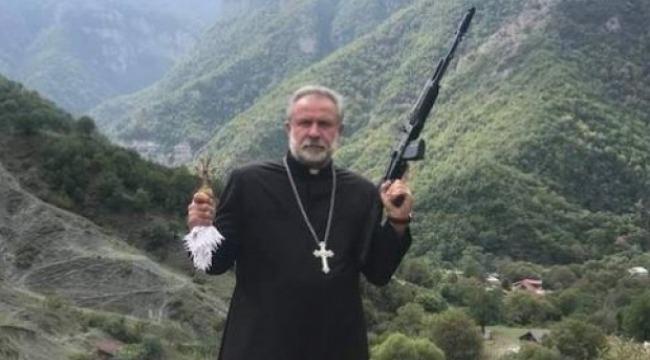 Ermenistan Silahlı papaz paylaşımı!