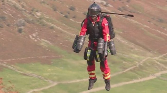 İngiltere'de 'uçan doktor' projesi ilk testini gerçekleştirdi